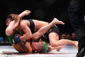 Bec Hyatt knows the fastest way to get a submission. Invicta 5.